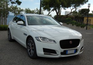 New_Jaguar_XF_bianca_autosposicn.it